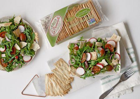 Green Panzanella Salad with La Panzanella Croccantini crackers